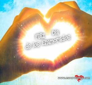 mejores imágenes para san valentin con corazón formado por manos frente al sol