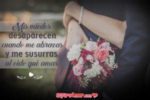 Frase de Amor en Tarjeta HD con Imagen de Pareja de Enamorados Abrazados