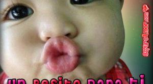 Lindos bebes enviando besos dulces