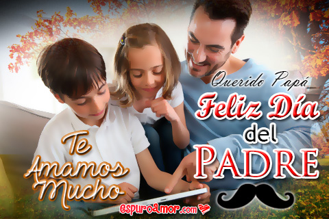 Familia leyendo un libro por el día del papá