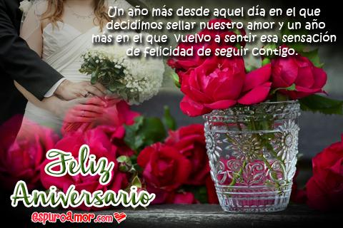 Bellas rosas con una pareja de casados
